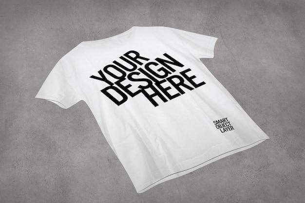 Vista di una maglietta bianca mock up