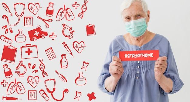 Vista frontal de la anciana con máscara médica