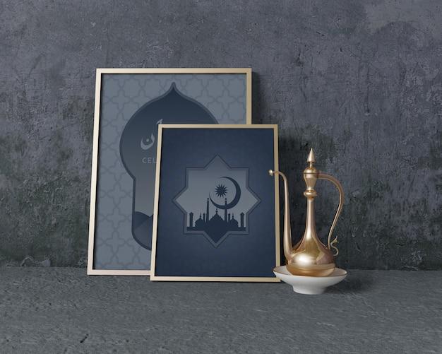 Vista frontal arreglo tradicional de ramadán con maqueta de marcos