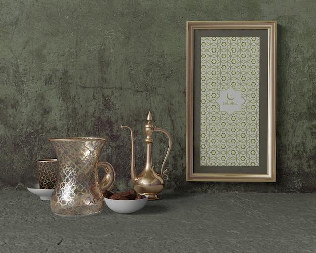 Vista frontal arreglo tradicional de ramadán con marco
