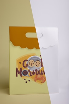 Vista frontal de la bolsa de papel de desayuno