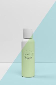 Vista frontal de la botella de productos de belleza