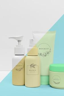 Vista frontal de la colección de productos de belleza.