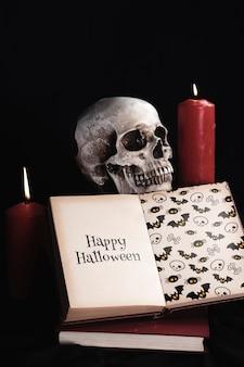 Vista frontal del concepto de halloween con libro de maquetas