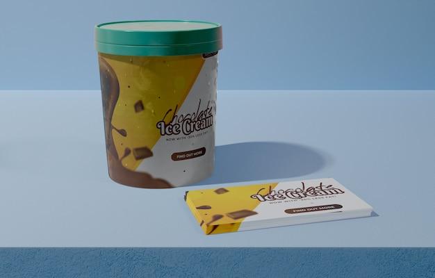 Vista frontal del cubo con helado de chocolate