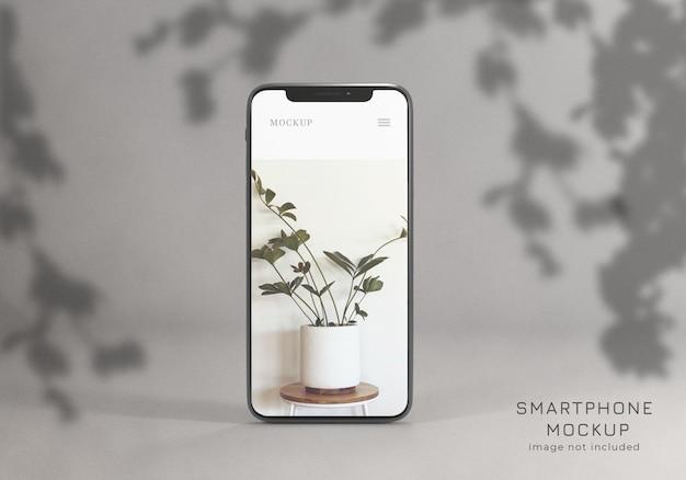 Vista frontal de elegante maqueta de teléfono inteligente realista