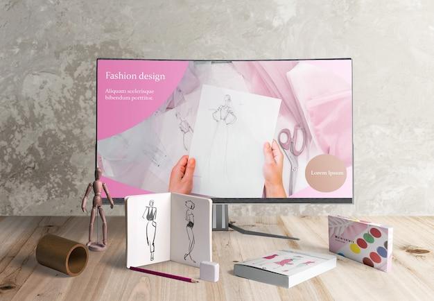 Vista frontal del escritorio de diseño con acuarelas