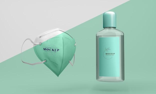 Vista frontal del frasco de desinfectante para manos y mascarilla