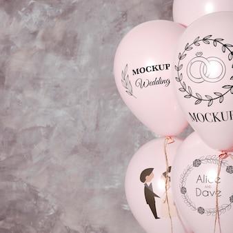 Vista frontal de globos de boda de maqueta con espacio de copia
