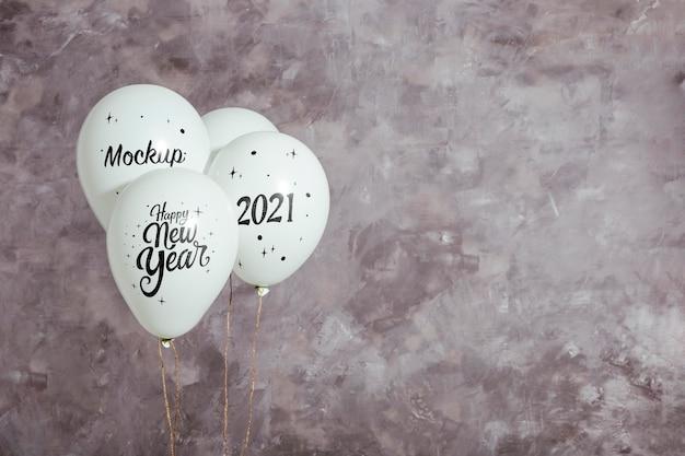 Vista frontal de globos de maqueta para año nuevo