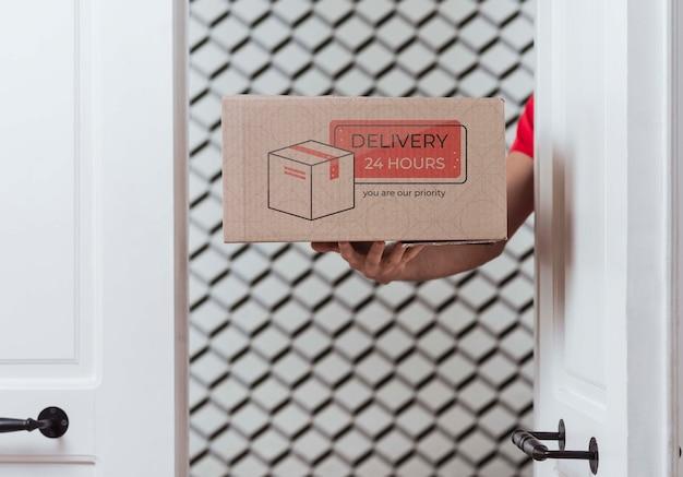Vista frontal gratuita de la caja de entrega sin parar