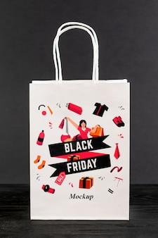 Vista frontal maqueta de bolsa de viernes negro