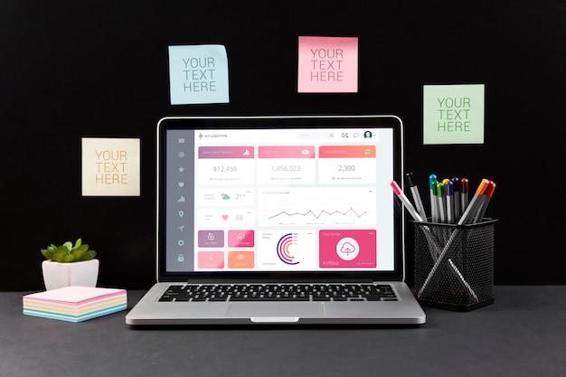 Vista frontal de la maqueta del concepto de escritorio