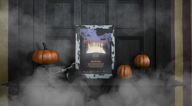 Vista frontal maqueta de marco de noches de halloween en la niebla
