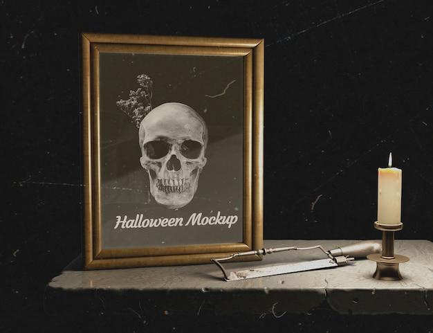 Vista frontal marco de maqueta de halloween con calavera