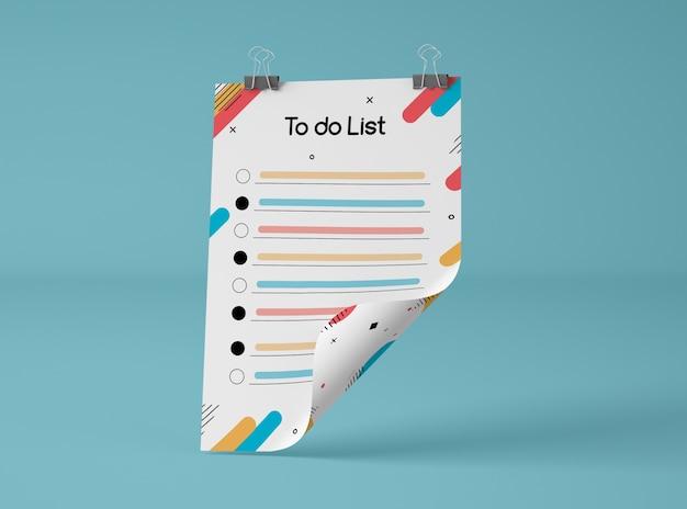 Vista frontal del papel de maqueta con lista de tareas