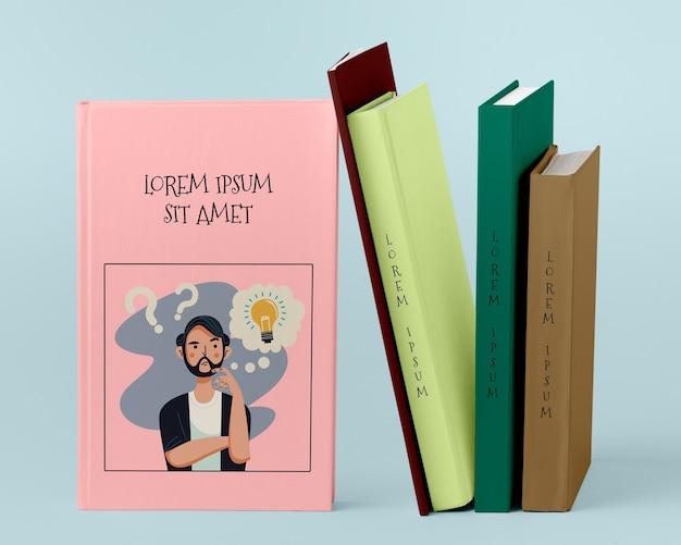 Vista frontal pila de diferentes libros