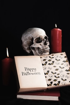 Vista frontale del concetto di halloween con il libro di mock-up