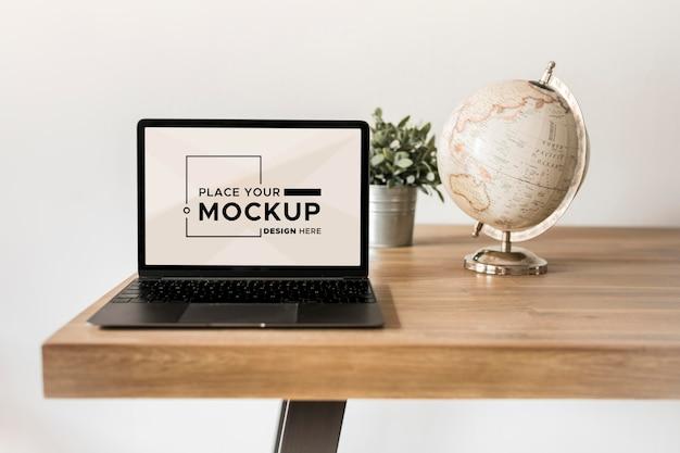 Vista frontale del mock-up del concetto di scrivania