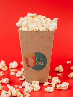 Vista frontale della tazza di popcorn