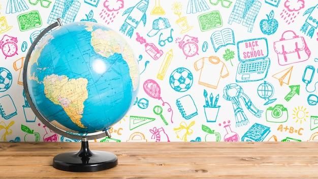 Vista frontale di nuovo a scuola con il globo terrestre