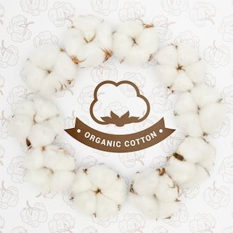 Vista superior de algodón orgánico con maqueta