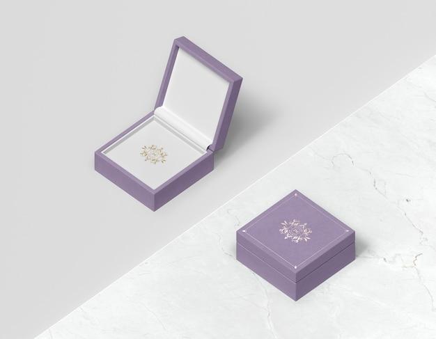 Vista superior caja de regalo violeta con tapa