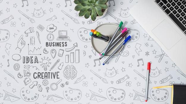 Vista superior coloridos bolígrafos con maqueta