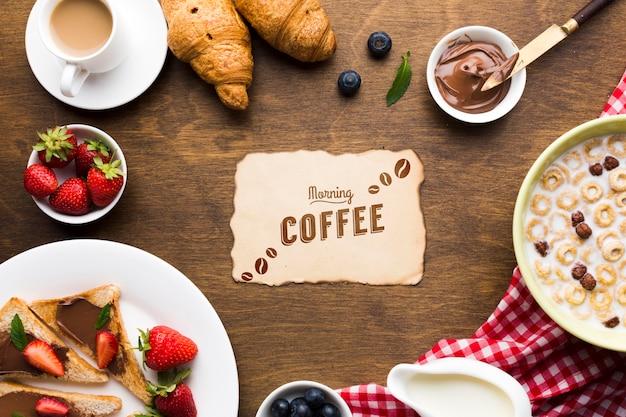 Vista superior de la comida del desayuno con cereales, frutas y cruasanes
