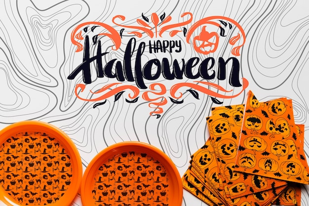 Vista superior del concepto de halloween de platos y servilletas