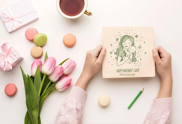 Vista superior concepto de tarjeta de felicitación del día de las madres