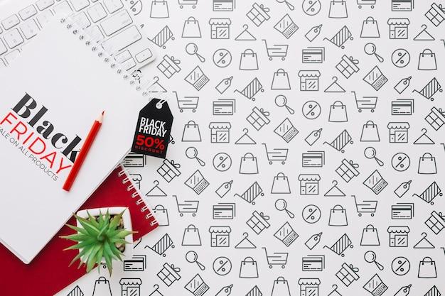 Vista superior del concepto de viernes negro con notebook