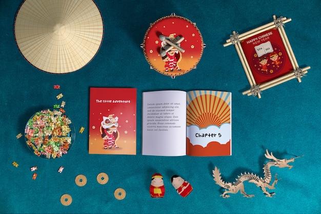 Vista superior decoración y libros del año nuevo chino