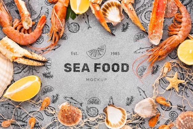 Vista superior deliciosa composición de mariscos con maqueta