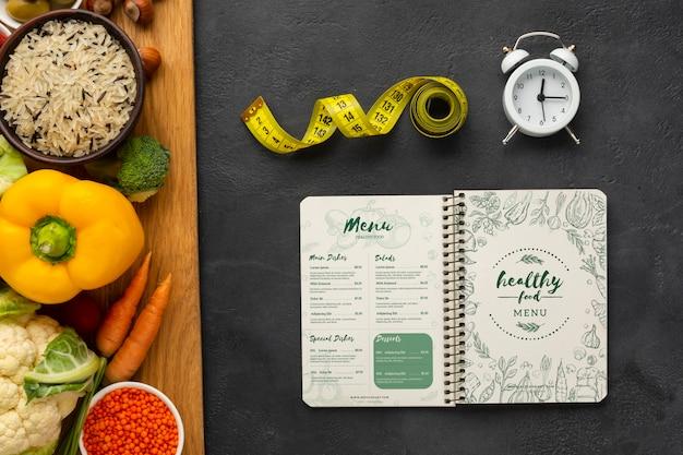 Vista superior delicioso menú de dieta y comida saludable