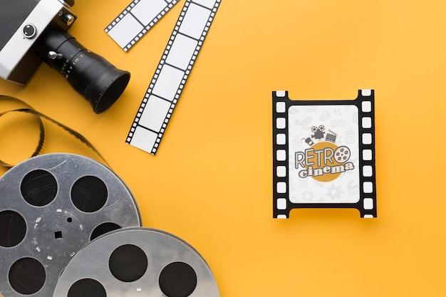 Vista superior de discos de película y cámara vieja