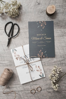 Vista superior elegante tarjeta de boda con maqueta