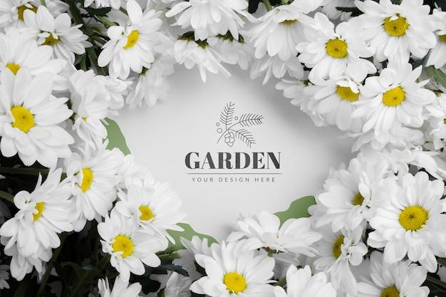 Vista superior de flores con concepto de maqueta