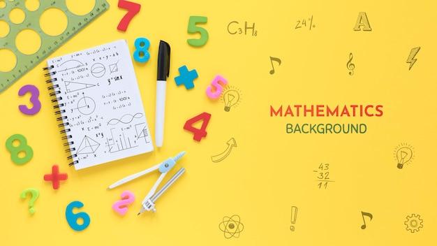 Vista superior del fondo de matemáticas con cuaderno y números