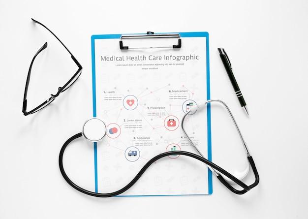 Vista superior formulario médico con estetoscopio
