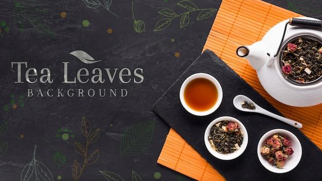 Vista superior de hojas de té y deliciosas hierbas