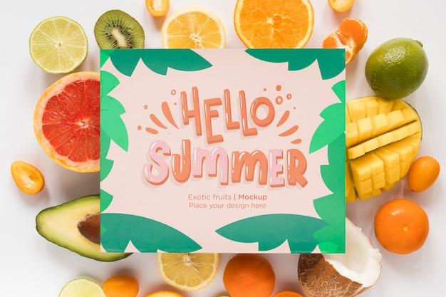 Vista superior hola verano con frutas exóticas