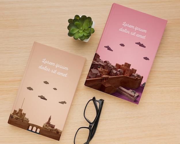 Vista superior de libros minimalistas cubren surtido de maquetas