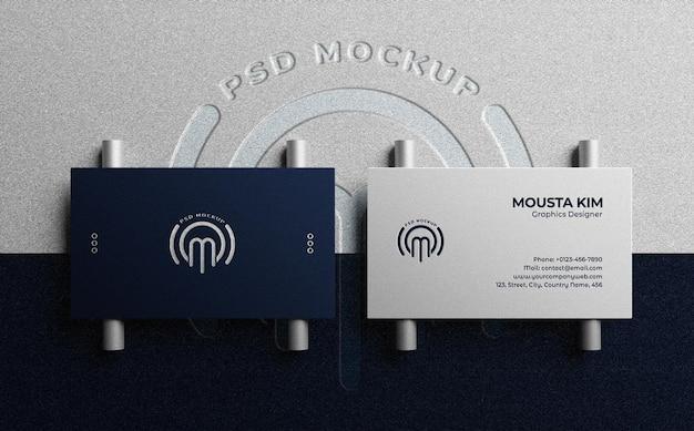 Vista superior de lujo y tarjeta de visita limpia con maqueta de logotipo en relieve