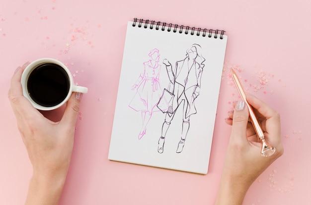Vista superior maqueta de bloc de notas sobre fondo rosa