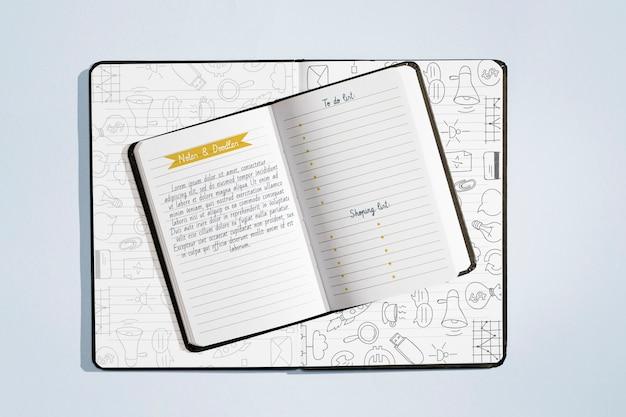 Vista superior de la maqueta del concepto de folleto