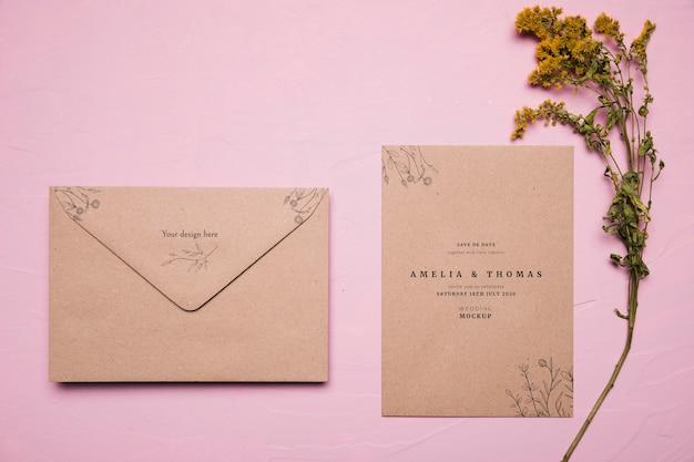 Vista superior maqueta de invitación de boda