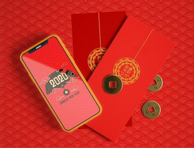 Vista superior maqueta de teléfono y tarjetas de felicitación chinas
