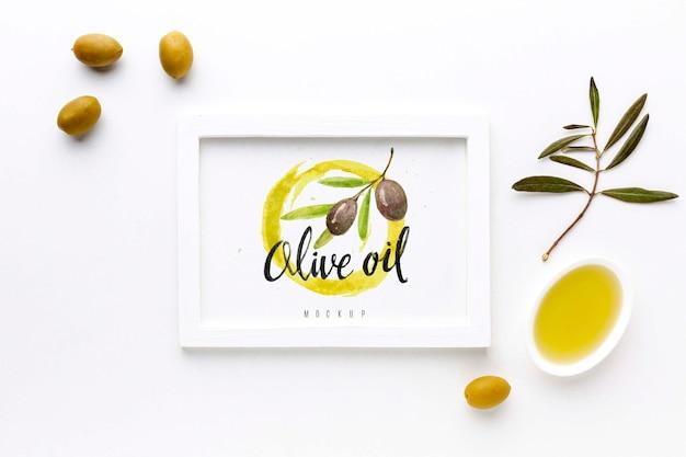 Vista superior del marco de aceite de oliva con maqueta