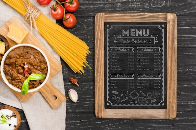 Vista superior del menú de comida italiana
